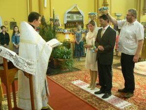Orthodoxe huwelijksviering met liturgische kroning van de beide echtelieden